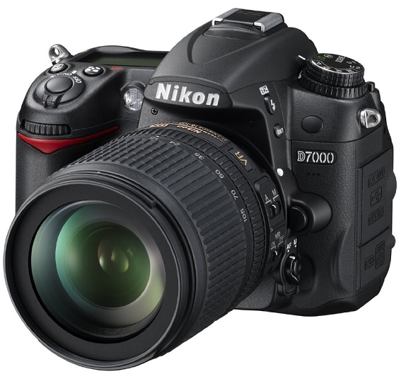 Nikon D7000 Digital SLR Camera with 18 105mm VR Lens Kit